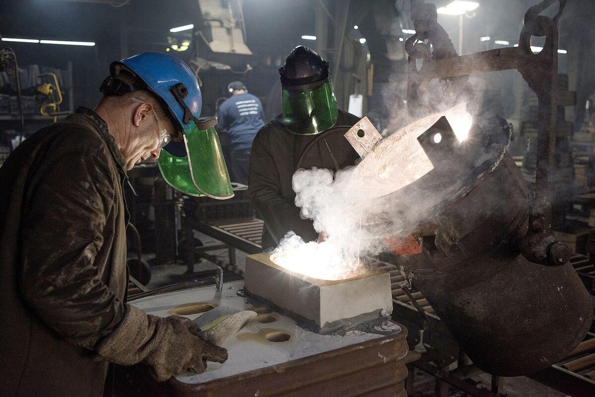 Hasil gambar untuk U.S. Factory-Sector Activity Hits 13-Year High