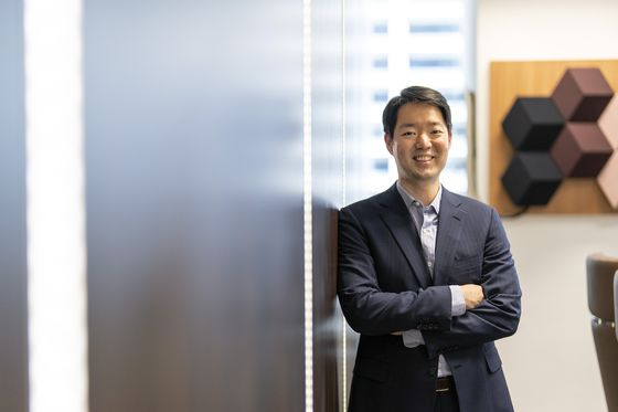 Hyundai Scion Turns to Wealthy Clans, LBOs for Impact Fund
