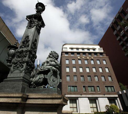 Nomura, Daiwa to Cut Costs as Losses Accumulate Overseas