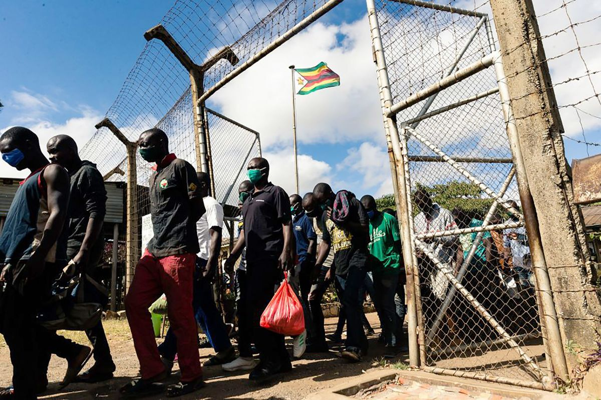 Zimbabwe Releases 320 Prisoners in Effort to Curb Virus Spread thumbnail