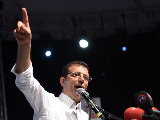 Investors Flee Turkish Lira as Istanbul Election Rocks Outlook