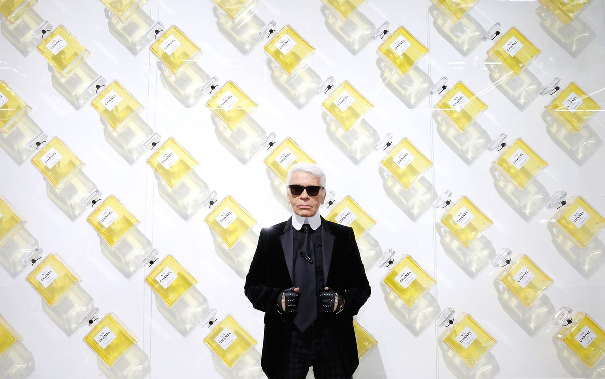 e574185818f7 How Karl Lagerfeld Made Chanel a $10 Billion Business - Bloomberg