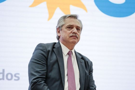 Argentina Sacrifices Economy to Ward Off Virus, Winning Praise