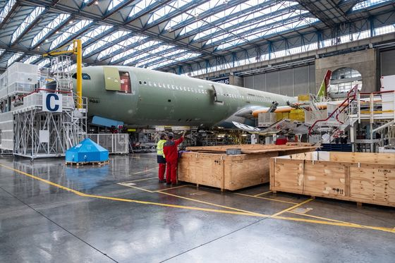 Airbus Plans Tweak to Fend Off Boeing's New Mid-Size Jet