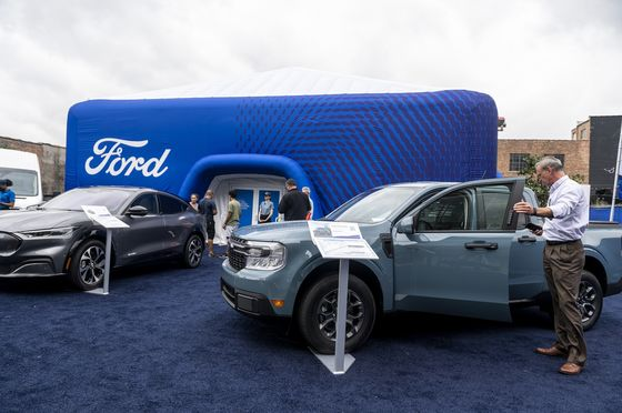 Ford Posts Surprise Profit on Surging Prices of Scarce Cars