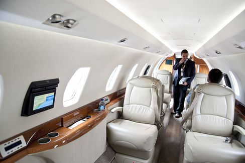 Corporate Jets Land in Tampa Though Passengers Not Easily Traced