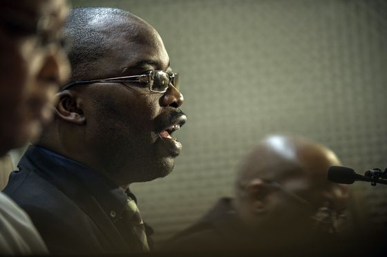 S. Africa Justice Minister Backs Beleaguered Head Prosecutor