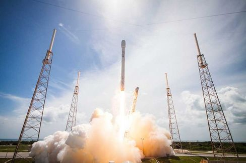 Elon Musk Puts SpaceX Launchpad in Texas and Gets Government Money