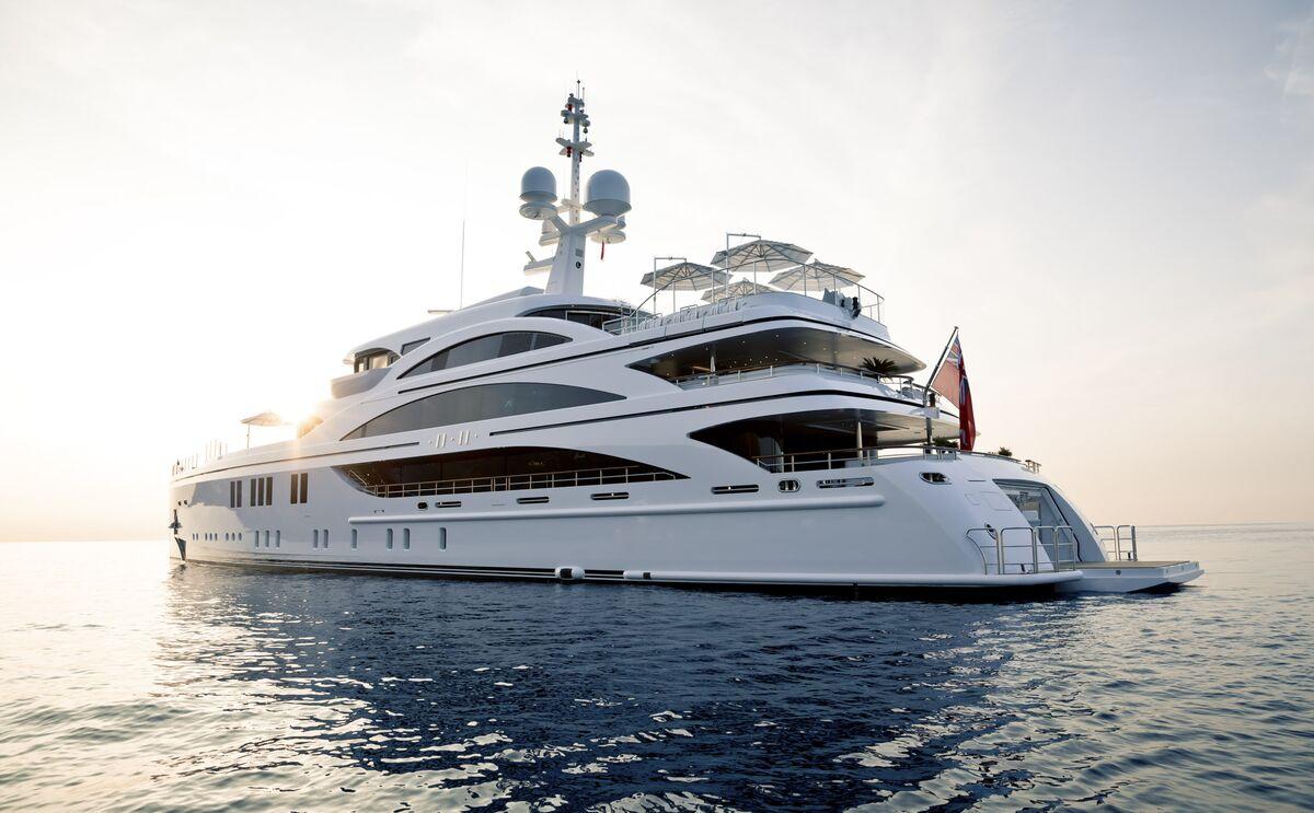 Million Dollar Yacht >> Tour A 73 Million Mega Yacht Headed To Miami Boat Show