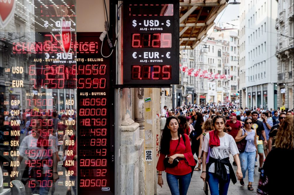 Turkish Current-Account Gap Narrows More Than Forecast on Lira