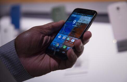 Google's Motorola Unveils Moto X Phone in Bid to Revive Business