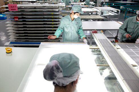 Solar Glut Seen Outlasting Suntech as Customers Seek New Supply