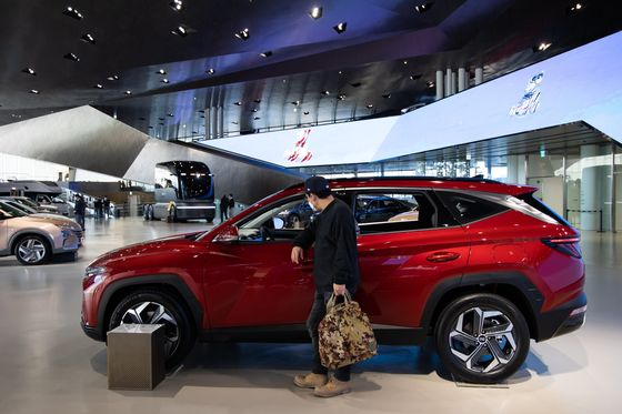 Carmakers Log Ugly Quarter Amid Chip Squeeze: Auto Sales Update