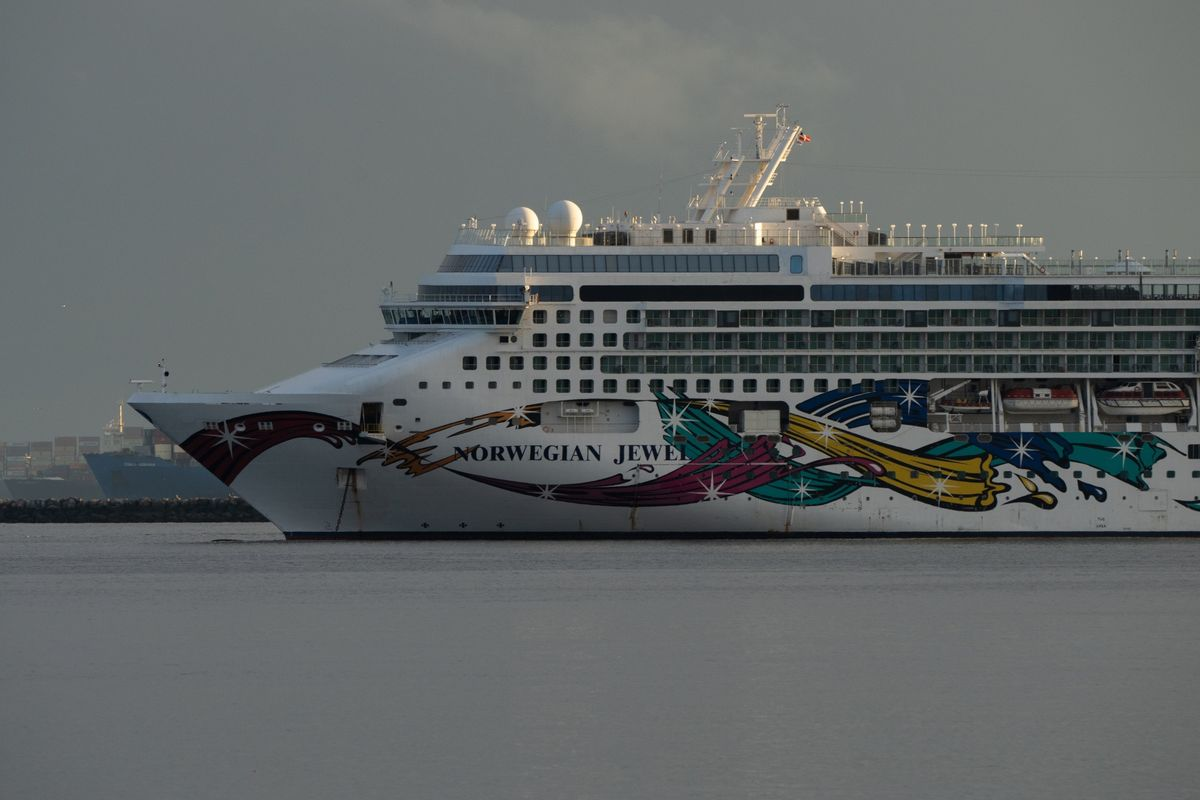 Norwegian Cruise CEO Rules Out July U.S. Start; Shares Drop