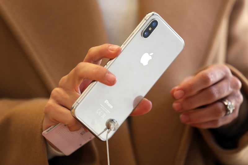 Apple Plans Giant High-End iPhone, Lower-Priced Model – Trending Stuff