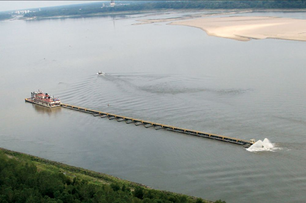 The Mississippi River Ebbs, and Farmers Stock Up - Bloomberg