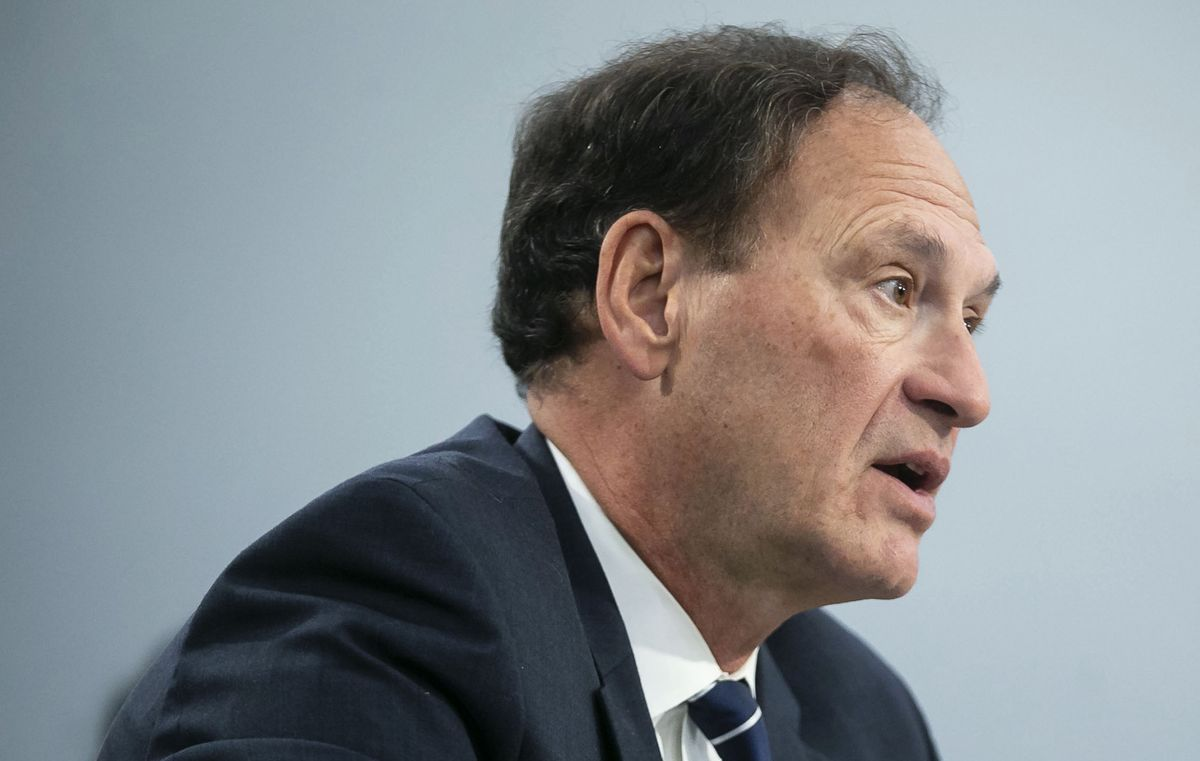 Alito Sold Oracle Stock to Take Part in Supreme Court Google Case