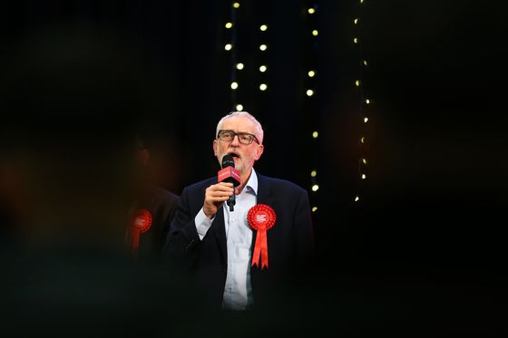 Starmer Tries to Avert U.K. Labour War Over Ex-Leader Corbyn