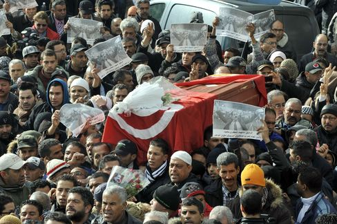 Tunisians Mourn Opposition Leader as Police Clash With Youths