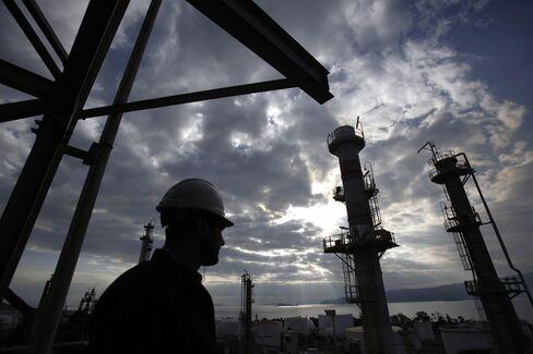 Europe to Shut 10 Refineries as Profits Tumble