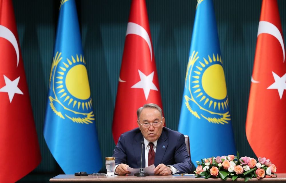 Kazakh Strongman Shows Putin a Path for Staying in Power