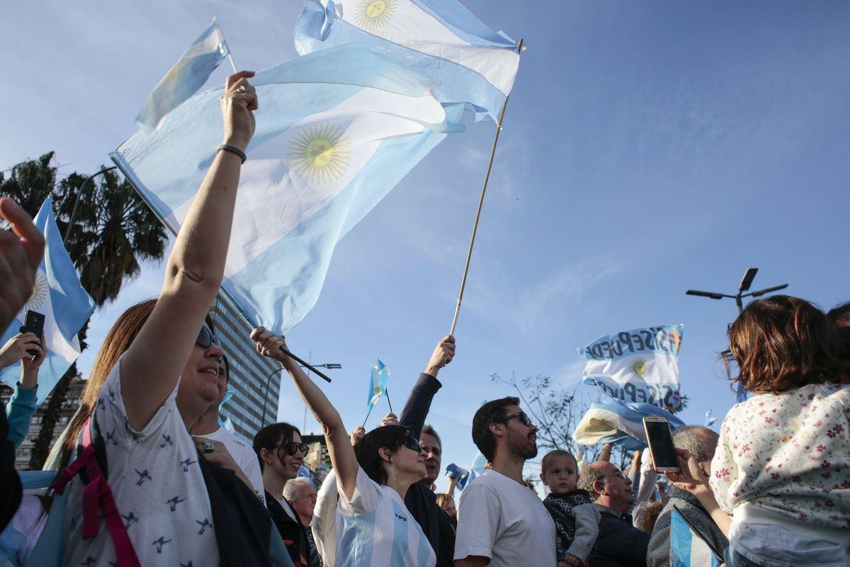 Once-Bitten Argentine Investors Aim to Avoid Panic on Sunday