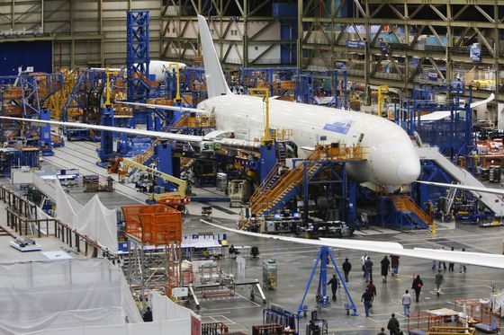 Boeing Mulls Another Cut to 787 Output in New Threat to Cash