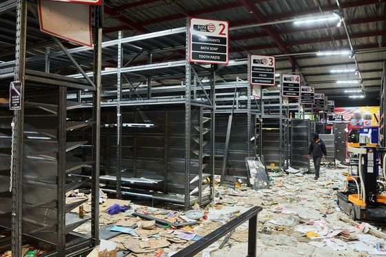 South Africa Economy Set to Take $3.4 Billion Hit From Riots
