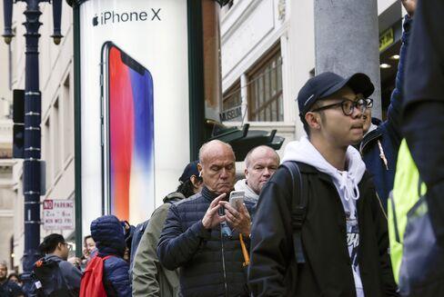 サンフランシスコでiPhoneX発売を待つ長蛇の列