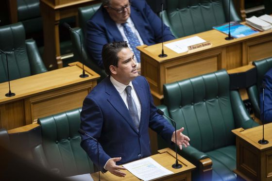 New Zealand Opposition Slumps in Poll Before Leadership Showdown
