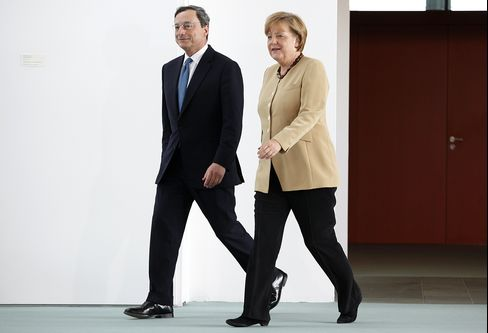 Merkel Backs Draghi's Call for Growth to Combat Debt Crisis