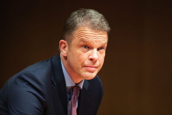 Deutsche Bank Cut Bonus Pool Plans After Criticism From ECB