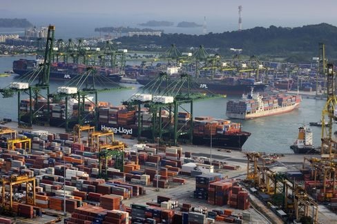 Singapore July Exports Decline 2.8%, Raising Recession Risk