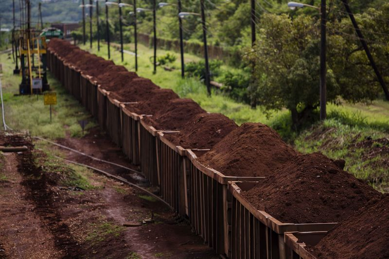 Turns Red Earth To Gold For Hedge Funds