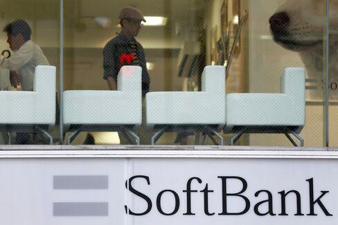 Softbank Shares Fall After Dish's $25.5 Billion Bid for Sprint