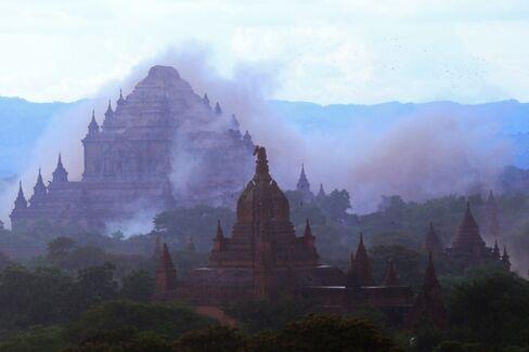 TOPSHOT-CORRECTION-MYANMAR-QUAKE