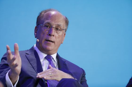 BlackRock's Fink Warns U.S. Shouldn't Be Fighting Its Creditors