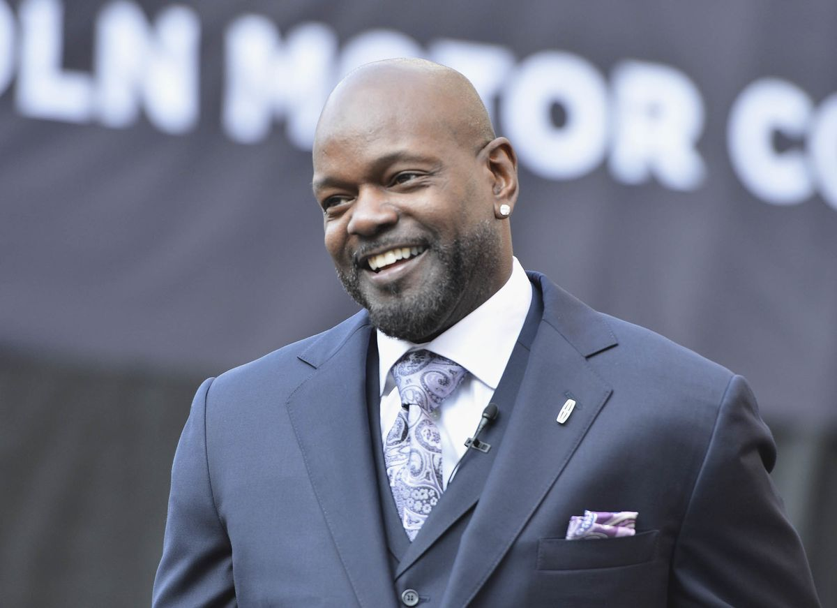 NFL Hall of Famer Emmitt Smith Says Not to Sleep on Planes