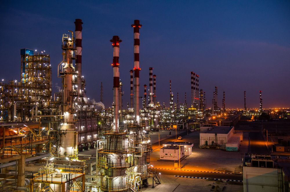 Iran Oil Industry Faces Bleak Outlook 40 Years After Revolution ...