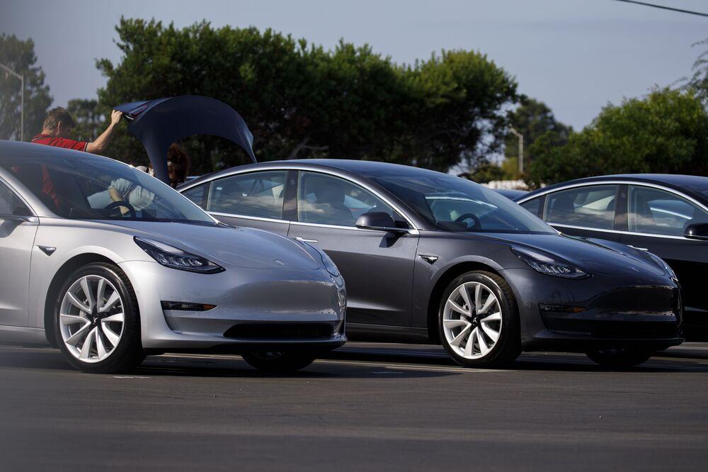 Tesla (TSLA): Almost Half of Model 3s Registered in California