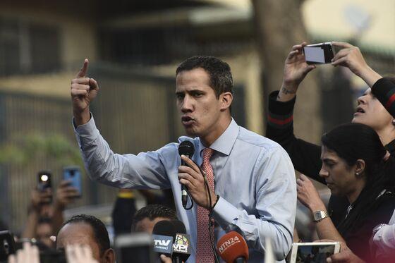 Maduro Vows 'Deep' Change in Venezuela Government Amid Pressure