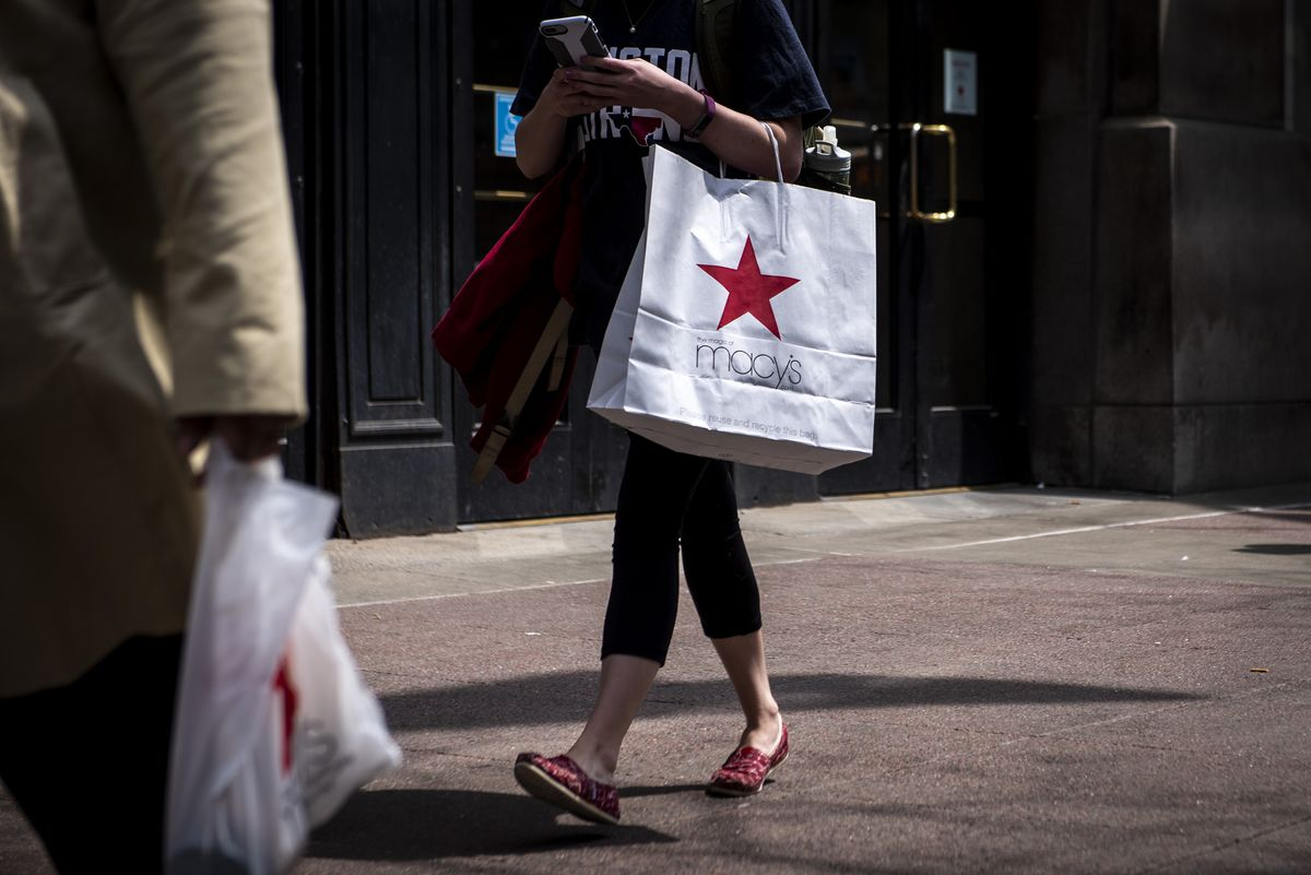 A Top Global Stock Fund Now Prefers Macy's to Amazon