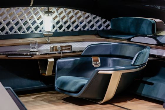 Renault Wants You to Pop the Question Aboard Its Luxury Robotaxi