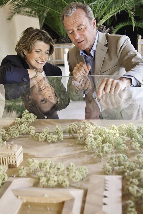 Château Margaux owner Corinne Mentzelopoulos and the late Paul Pontallier, château director until his death on March 28, admire the model for the new cellar inaugurated last year.