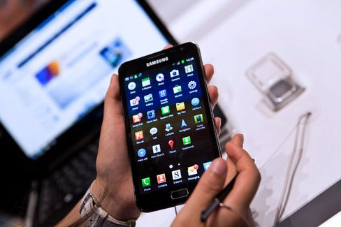 As Smartphones Get Bigger, Will Android???s User Base Get Smaller?
