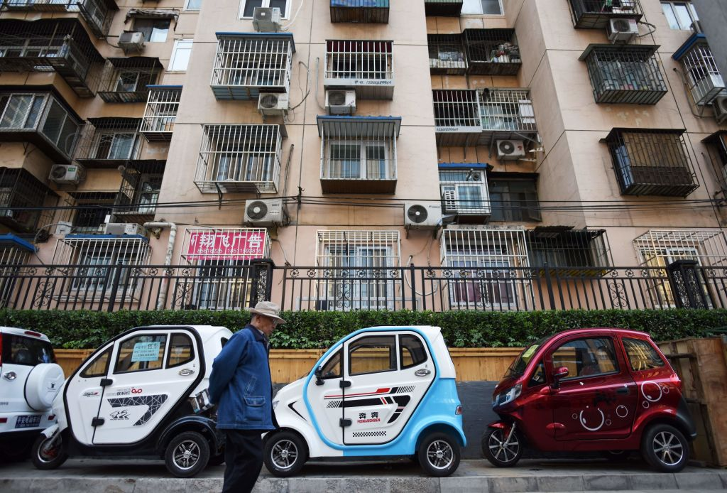 bloomberg.com - Adam Minter - China's Electric Cars Hit Some Potholes