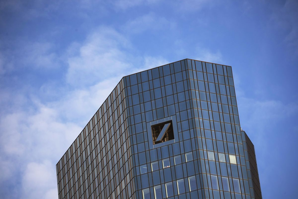 Deutsche Bank Cuts Revenue Target After Abandoning Merger Talks