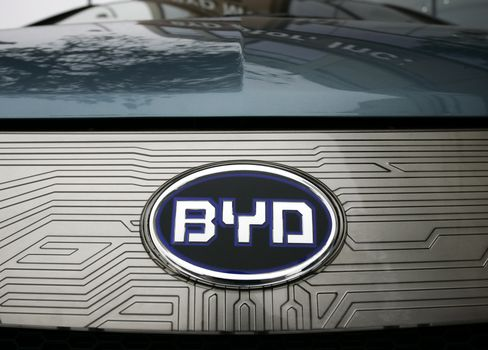 Buffett-Backed BYD Forecasts 2012 Net Will Fall as Much as 98%