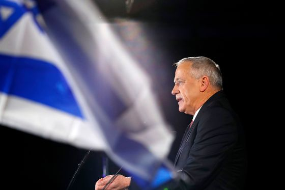 The General Who Wants to Topple Netanyahu Expands Rival Bloc