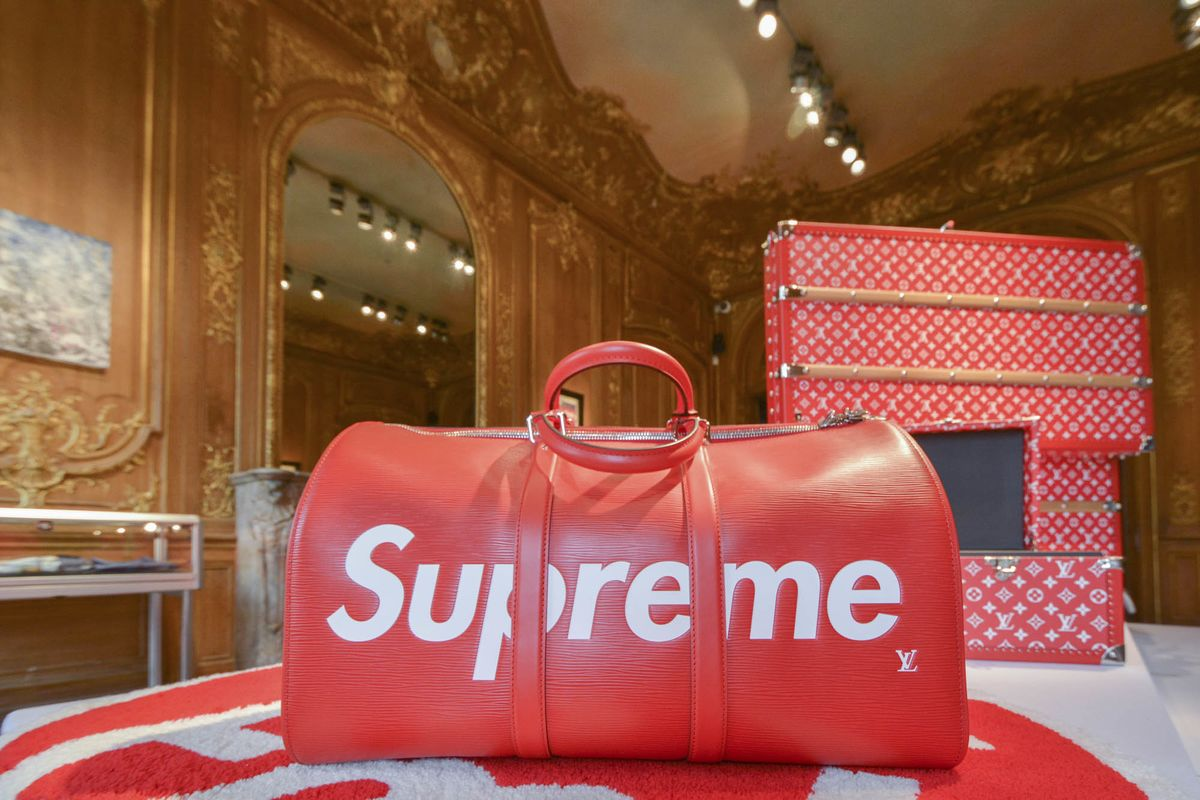 Streetwear Has Its Moment At 1 Million Supreme Auction Bloomberg Ox 7000 Cutlery Set With Hanger